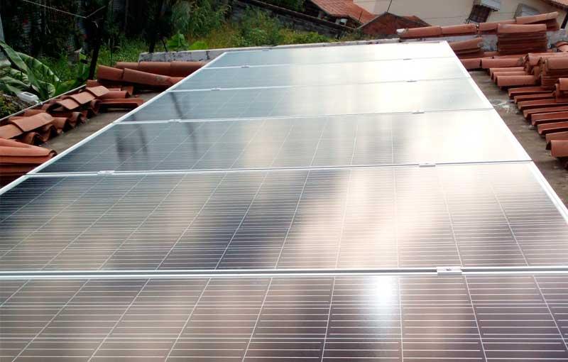 Panel solar sobre techo