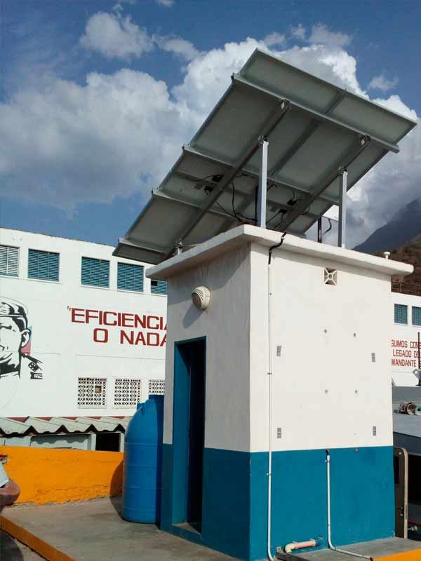 Panel solar en techo de casilla